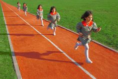 Participating in any sporting activity carries at least some risk of injury. New findings indicate that the school track sports are disproportionately injuring young athletes. Why are track events injuring so many young people? Photography Business, Digital Photography, Photography Tips, Pe Lessons, Grammar Exercises, Harvard Medical School, Photographing Kids, After School, Photomontage