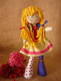 Boneca Emilia dos anos 80 <br>Linda e cheia de alegria <br> <br>35 cm fica de pé sozinha e tem braços e pernas articulados