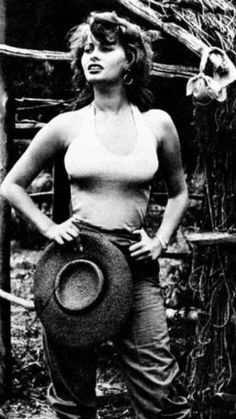 Hollywood Fashion, Hollywood Stars, Classic Hollywood, Old Hollywood, Carlo Ponti, Classic Actresses, Female Actresses, Loren Sofia, Photo Star