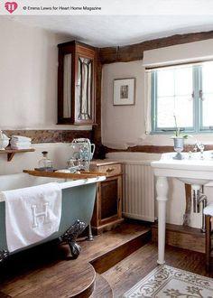 Dark wood trim mixed w/white painted furnishing.  Pedestal tub.