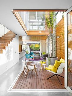 A modern internal courtyard with wood cladding on one side and bifold glass doors on the others providing this Sydney home with plenty of light and ventilation by Elaine Richardson Architect Indoor Courtyard, Internal Courtyard, Courtyard House, Atrium House, Rooftop Terrace, Indoor Garden, Terraced House, Architecture Design, Contemporary Architecture