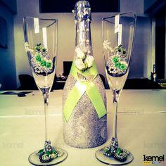 Decoração de taças e garrafa para um casamento  www.facebook.com/kemeleventos