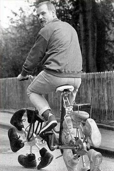 Funny Cycling Pictures show us that the wide world of cycling is broader than just the Tour de France and Lance Armstrong. People enjoy this sport on many sizes and styles of cycles. Pimp Your Bike, Recycled Shoes, Weird Inventions, Unusual Things, Weird And Wonderful, Cool Bikes, Funny Pictures, Amazing Pictures, Funny Pics