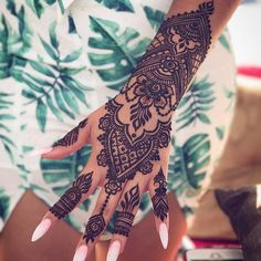 fusion style easy henna tattoo for hands