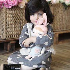 Girl Baby Pic, Cute Little Baby Girl, Beautiful Baby Girl, Beautiful Children, Cute Kids Pics, Cute Baby Girl Pictures, Cute Girls, Kids Christmas Outfits, Cute Babies Photography