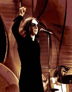 GENESIS PETER GABRIEL What Peter looked like when I first saw him in 1974