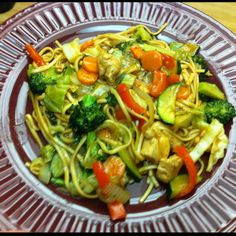 300 calories a serving! I adapted the recipe from Hungry Girl. I used real lo mien noodles instead of soy and added more veggies. Skinny Girl Recipes, Hungry Girl Recipes, Healthy Foods, Healthy Eating, Healthy Recipes, Eat More Chicken, Skinny Meals, Skinny Chicken, 300 Calories