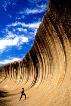 """This is the Wave Rock (Rock Ola) in Australia. Believed to be one of the oldest rocks on Earth, with 2,700 million years. Its distinctive shape is caused by erosion of 60 million years."