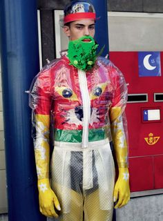 Walter Van Beirendonck looks like a lilo and bubble wrap, ? Quirky Fashion, High Fashion, Walter Van Beirendonck, Conceptual Fashion, Fashion Mask, Moda Fashion, Textiles, Gentleman Style, Wearable Art