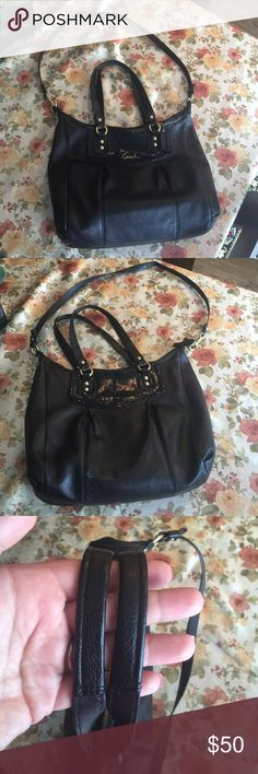 Coach leather bag Gently used Coach bag. It has a zipper and a long strap to comfortably wear it on your shoulder. No scratches or stains or rips. Coach Bags Shoulder Bags