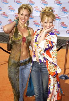 Pin for Later: 23 Reasons Hilary Duff Was the Ultimate It Girl She Rocked the Red Carpet in Amazing Clothes Both her and her actress sister, Haylie, wore belly-baring tops and chopsticks in their hair at the Kids' Choice Awards in 00s Mode, Haylie Duff, Early 2000s Fashion, Girl Fashion, Fashion Outfits, The Duff, Celebs, Celebrities, Clothes