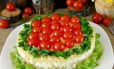 Очень простой в приготовлении эффектный салат на праздничный стол. Вы с лёгкостью украсите его такой вкуснятиной.