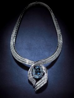 The Hope Diamond in its new setting. This is an interesting mounting but I prefer the original setting. It focused more on the Hope diamond rather than the necklace around it. Gems Jewelry, High Jewelry, Diamond Jewelry, Jewelery, Jewelry Accessories, Jewelry Design, Bling Jewelry, Antique Jewelry, Vintage Jewelry