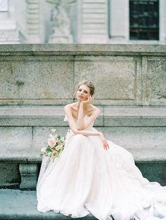 Parisian Wedding, French Wedding Style, Classic Wedding Dress, Wedding Looks, Bridal Looks, Bridal Style, Wedding Bride, Wedding Posing, Timeless Wedding