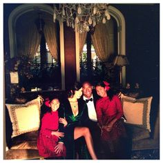 c6276ccacef8 Vanessa Bryant posed for a holiday shot alongside husband Kobe and  daughters in 2012