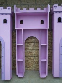 Ansicht der Mittelturm Innenraum Ablagen auf der Mädchen-Prinzessin Castle Bed.