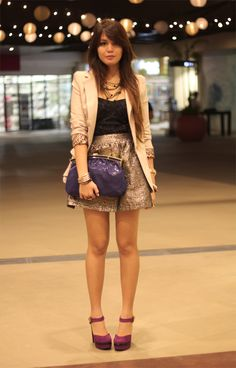 I love what this fashionista is wearing. I love her gold skirt and lace top. I love her blazer too