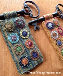 Wool Pennies And Skeleton Keys, Wool Applique, How To Cut Wool Pennies, Rose Clay, Three Sheep Studio Source by Art Textile, Textile Jewelry, Fabric Jewelry, Jewellery, Fabric Art, Fabric Crafts, Sewing Crafts, Sewing Projects, Felt Projects