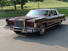 This is my 1978 Lincoln Continental Town Car. Picture taken in summer of 2008. It has a 460cid engine. Has most options from 1978 but C.B, moonroof, block heater, anti-skid, & 4 wheel disc brakes. It has valleao velour interior trim & did come with a cool