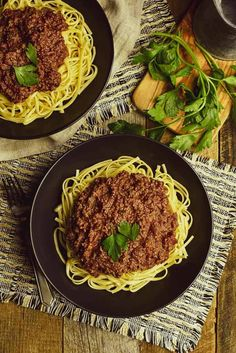 This Vegan Bolognese sauce is amazing! A classic Italian favorite made with cauliflower, mushrooms, and walnuts. Rich, meaty, and delicious! Vegan Bolognese, Bolognese Recipe, Bolognese Sauce, Whole Food Diet, Whole Food Recipes, Pasta Recipes, Vegan Recipes, Pasta Meals, Vegan Pasta Sauce