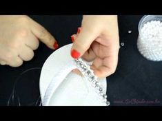Como fazer um bordado com pérolas, cristais e fio de strass - Videoaula Sr. Chinelo Shower Shoes, Ribbon Flower Tutorial, Beaded Shoes, Decorated Shoes, Crochet Shoes, Bead Jewellery, Beading Projects, Bare Foot Sandals, Craft Gifts