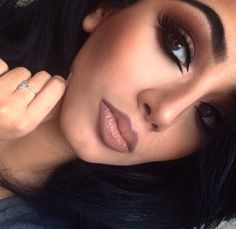 Makeup Inspiration Kylie Jenner 90s Lipstick Eyeshadow Eyebrows
