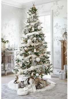 Gorgeous Chirstmas Tree Decorations Ideas 2017 3 image is part of 60 Gorgeous Christmas Tree Design Ideas in 2017 gallery you can read and see another ... & How to decorate your christmas tree and mantel the easy way. Plus ...