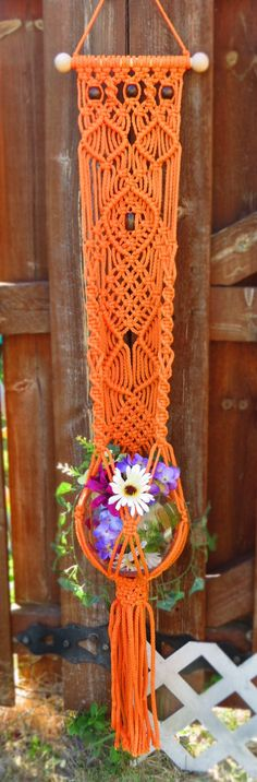 Retro Home Decor Macrame Plant Holder, Macrame Plant Hangers, Plant Holders, Macrame Knots, Micro Macrame, Macrame Thread, Macrame Projects, Macrame Tutorial, Macrame Patterns