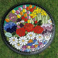 Julie Aldridge Mosaic Art Projects, Diy Art Projects, Mosaic Crafts, Stained Glass Patterns, Mosaic Patterns, Mosaic Wall Art, Mosaic Glass, Easy Mosaic, Mosaic Stepping Stones