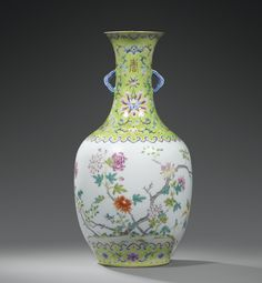 A FAMILLE ROSE PORCELAIN VASE, CHINA, QING DYNASTY, DAOGUANG MARK AND PERIOD (1821-1850)