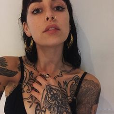 About to go out dancing all day w/ my wet little head. Hannah Snowdon Tattoo, Hannah Pixie Snowdon, Sexy Tattoos, Girl Tattoos, Tattoos For Women, Tattooed Women, Dance All Day, Full Body Tattoo, Indian Nose Ring