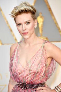 Oscars 2017: Scarlett Johansson Serves up the Unexpected in Azzedine Alaïa | Tom + Lorenzo