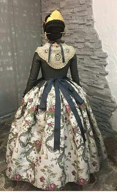 Traje de fallera - F.M.I.V2016 1700s Dresses, Old Dresses, Vintage Dresses, Folk Clothing, Historical Clothing, Spanish Costume, 18th Century Dress, Civil War Dress, Gowns Of Elegance