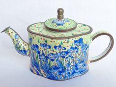 Nivag Collectables: Charlotte di Vita - Iris: Vincent Irises Trade Plus Aid Teapot - 2492