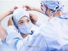 Kim Rae won and Park shin hye in Doctors 2016 Doctors Korean Drama, Operating Room Nurse, Nurse Photos, Medical Wallpaper, Kim Rae Won, Moorim School, My Love From Another Star, Becoming A Doctor, Weightlifting Fairy Kim Bok Joo