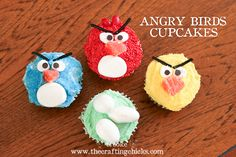 Angry Birds Cupcakes and the Naughty Pigs too! Angry Birds fans will love these bird and pig cupcakes. Server them at parties, or for a family movie night. Bird Birthday Parties, Boy Birthday, Birthday Cupcakes, Party Cupcakes, Funny Cupcakes, Pig Cupcakes, Birthday Ideas, Party Sweets, Easter Cupcakes