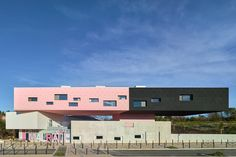 Stacked: Primary School and Day Care in Montpellier - DETAIL-online.com - the portal for architecture
