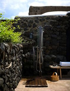 home inspiration: OUTDOOR SHOWERS