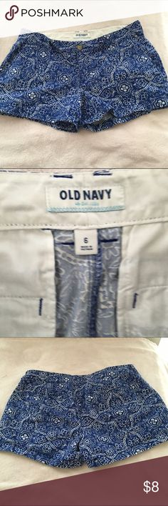 Old Navy Shorts Blue and white floral print in excellent condition Old Navy Shorts