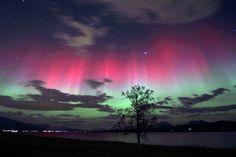 https://upload.wikimedia.org/wikipedia/commons/3/3f/Aurora_Borealis_I.jpg