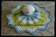 Rabbit comforter - My first crochet stitches - blanket Poncho Crochet, Crochet Stitches For Blankets, Crochet Patron, Crochet Diy, Crochet Amigurumi, Baby Blanket Crochet, Crochet Hats, Dou Dou, Cute Snake