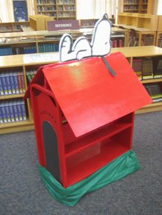 Build one with gate around it for the front hall! Have 5 stuffed bulldogs in it. class for each grade attendance reward. Puppy stays in winning Classroom Snoopy Classroom, New Classroom, Classroom Setup, Classroom Organization, Teacher Chairs, Snoopy Dog House, Library Cart, Library Ideas, 65th Birthday