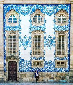Intricate blue & white facade in Porto, Portugal~Image via afarmedia Beautiful Buildings, Beautiful Places, Beautiful Streets, Wonderful Places, 6 Photos, Pictures, Travel Photos, Veranda Magazine, Visit Portugal