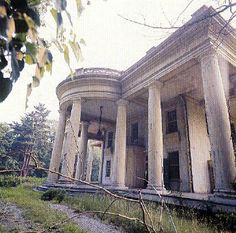 The Colonnades, as it appeared in the 1960s when it was abandoned.