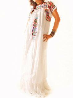 #vestido #bordado #embroidery #dress #hippie Vestido bordado para una boda hippie-chic