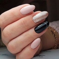 Prized by women to hide a mania or to add a touch of femininity, false nails can be dangerous if you use them incorrectly. Types of false nails Three types are mainly used. Classy Nail Designs, Nail Art Designs, Red Nails, Hair And Nails, Pink Nail, Acrylic Nails Natural, Crome Nails, Classy Nails, Accent Nails