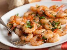 Camarones al ajillo panameños | Recetas de Panamá Spicy Shrimp Recipes, Easy Chicken Recipes, Naan, Cilantro, Szechuan Chicken, Garlic Prawns, Urdu Recipe, Curry, Frozen Shrimp