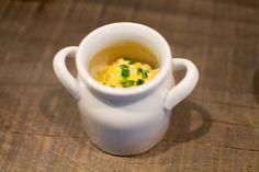 Les œufs brouillés à l'huile de truffes et ciboulette fraîche du jardin...;