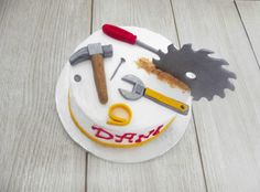 Tarta herramientas cubierta de Merengue. Tools cake with meringue.