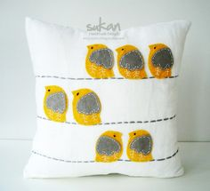 Felt Bird Pillow- such a cute idea for Milli's room:)